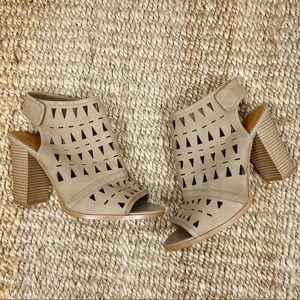 14th & Union laser cut tan sandal block heels 10